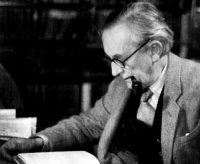 J. R. R. Tolkien, em uma rara foto na meia iedade