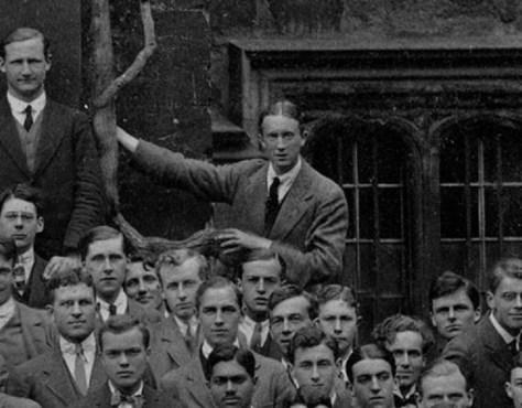 JRR Tolkien em junho de 1914 - Exeter College