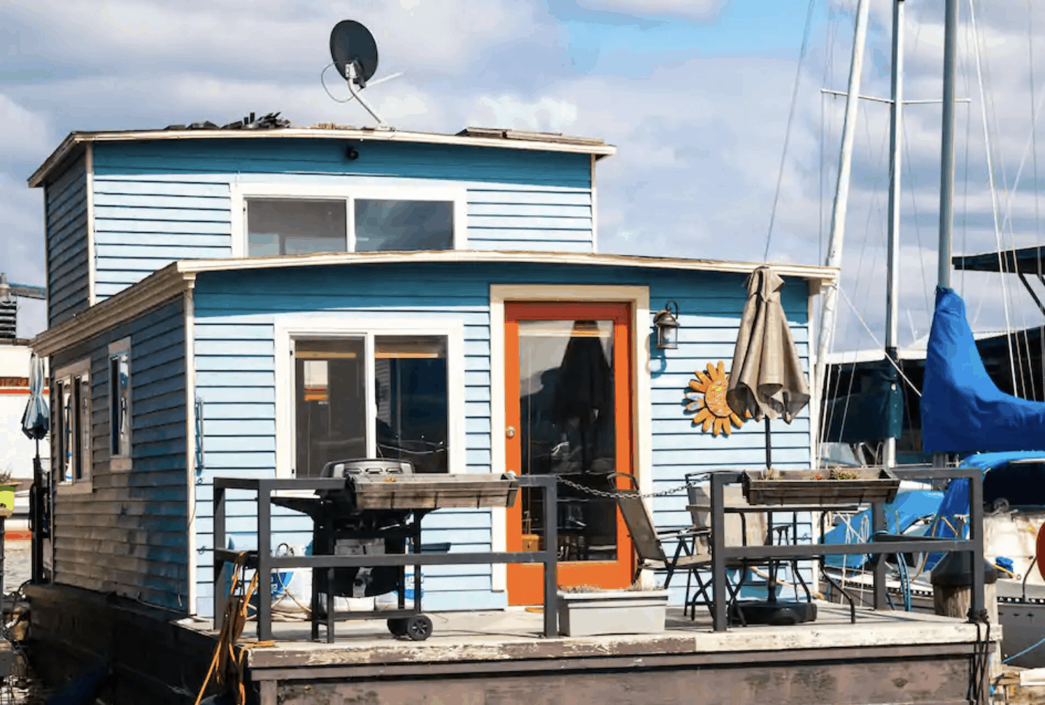 Seattle Airbnbs - Relaxing & Charming Houseboat