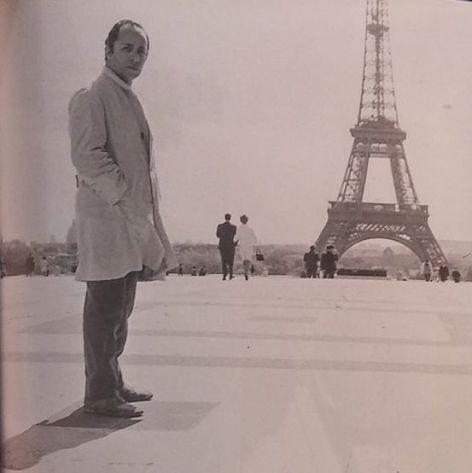 El poeta en París-Francia. Crédito de la foto Baldomero Pestana.