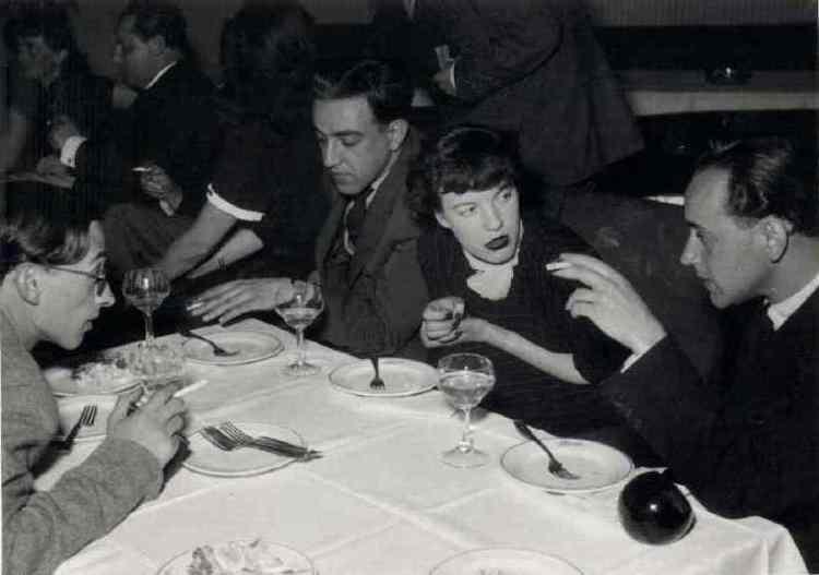 Mesa con el poeta Paul Celan