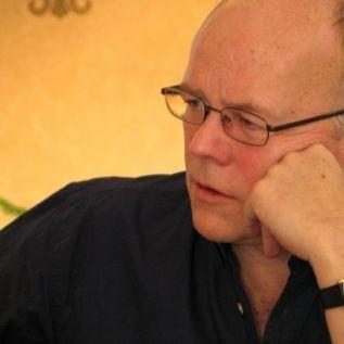 El poeta Michael Schmidt