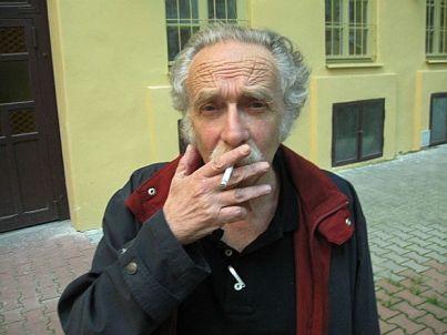 El poeta Alberto Szpunberg en Praga.