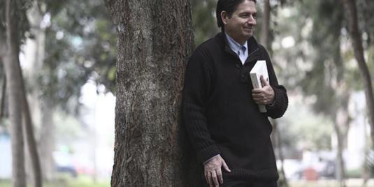 El crítico literario y escritor Ricardo González Vigil