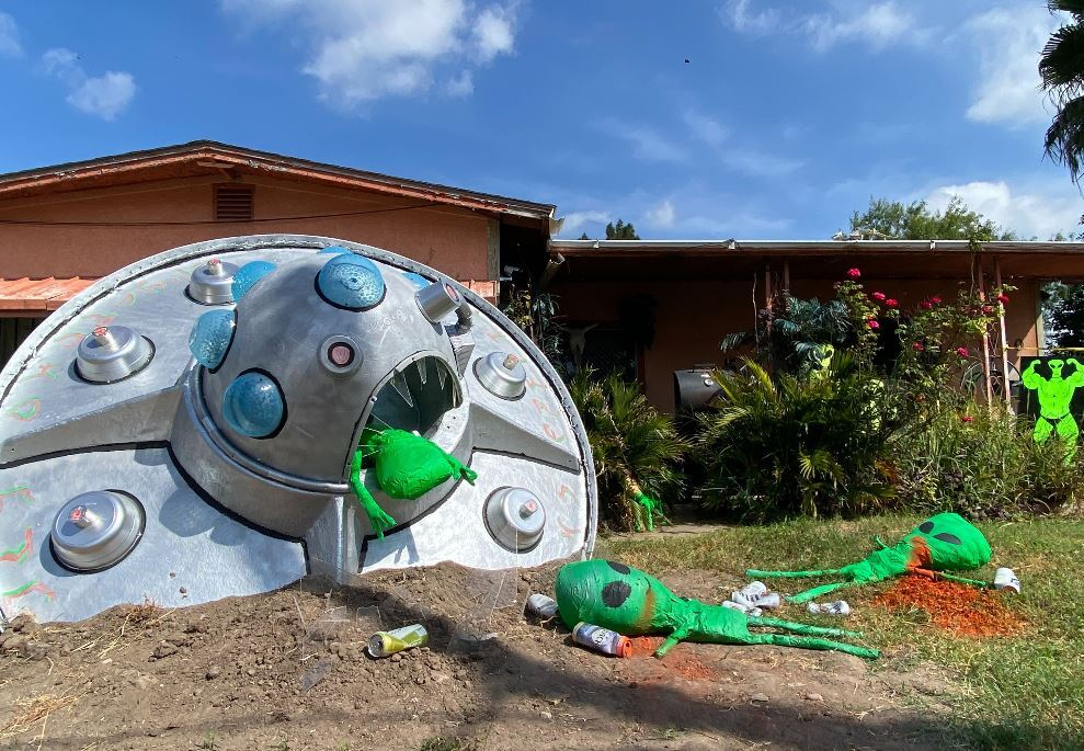 Learn 24 ways to decorate your home for halloween. Gallery Out Of This World Halloween Decorations In Mcallen Kveo Tv