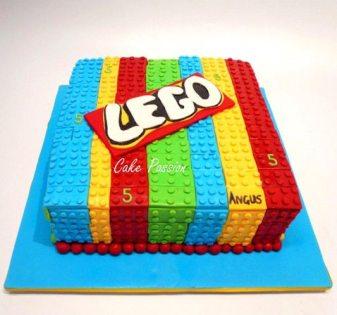 CB163 Lego cake