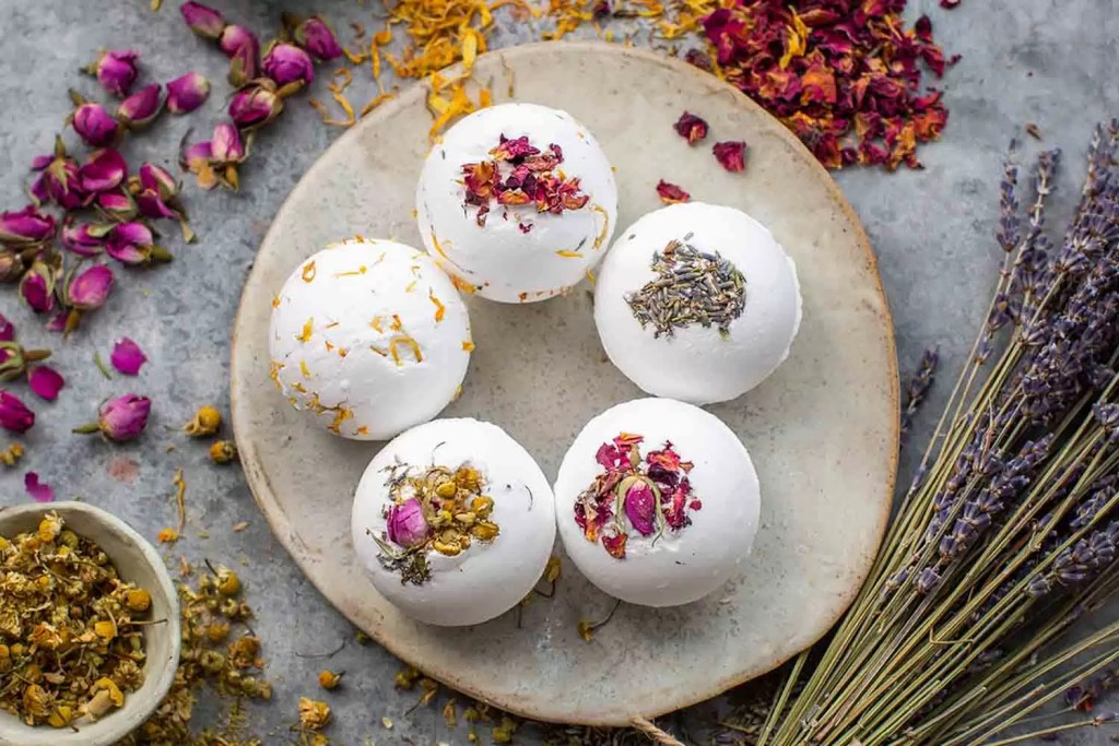 These bath bombs' signature recipe includes moisturising cocoa butter to soothe your skin and essential oils for luxurious natural fragrances. They are wrapped in fully biodegradable glassine bags and recycled paper, meaning there is no plastic waste.