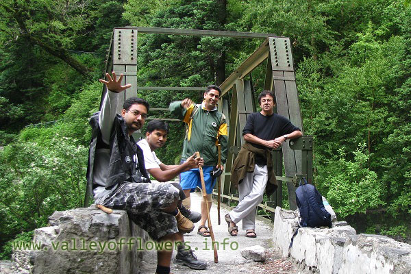 Some golden moments at the bridge in 2010. I used to sit near this bridge for hours together. You can see beautiful scenes from here. Even Auli grounds are visible from here.