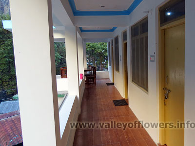 Hotels in Ghangaria corridor