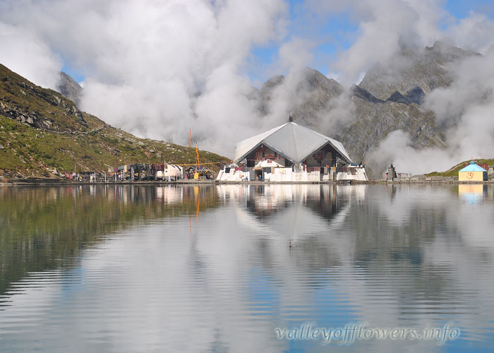 Hemkund Sahib Lake by my camera