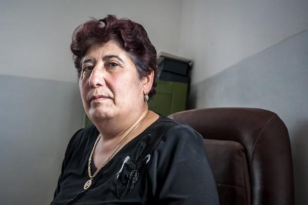 Nazervanin kyläkoulun rehtori Katrine Azatryan
