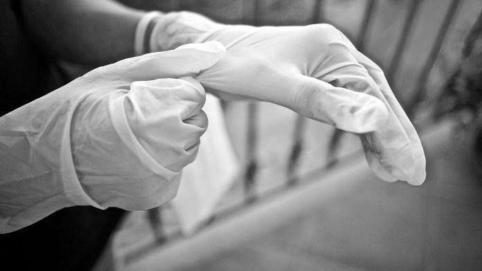 Greenpeace hace un llamado contra mascarillas y guantes desechables