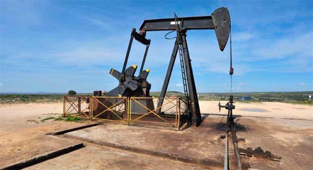 Petróleo cierra con ganancias pese a mayor producción de crudo en EU