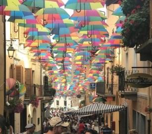 mercatino pulci centro storico pieno