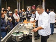 chef ai fornelli e pubblico