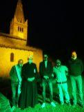 sauze chiesa illuminata con amministratori e parroco