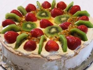 Pavlova recipe with kiwi