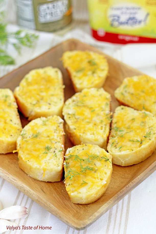Toasted Cheesy Garlic Canapés