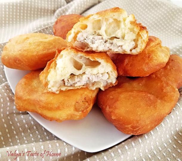 Easy Belyashi Recipe - Pirozhki, Bilyashi recipe, delicious, doughnut like treats, easy, meat Bilyashi, pirozhki, Ukrainian pirozhki