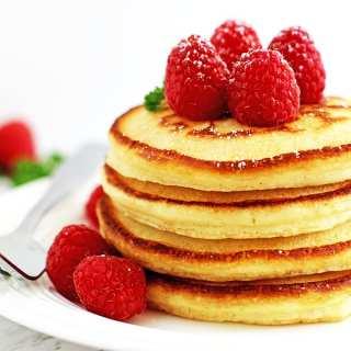 sy Light and Fluffy Vanilla Greek Yogurt Pancakes