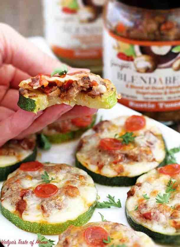 baked zucchini mini pizzas, BLENDABELLA, clean eating, delicious appetizers, easy recipe, flavorful appetizers, gluten-free recipe, healthy appetizers, homegrown zucchini, kid friendly, mushroom vegetable pizza sauce, Portabella mushroom, rustictuscan, zucchini recipe
