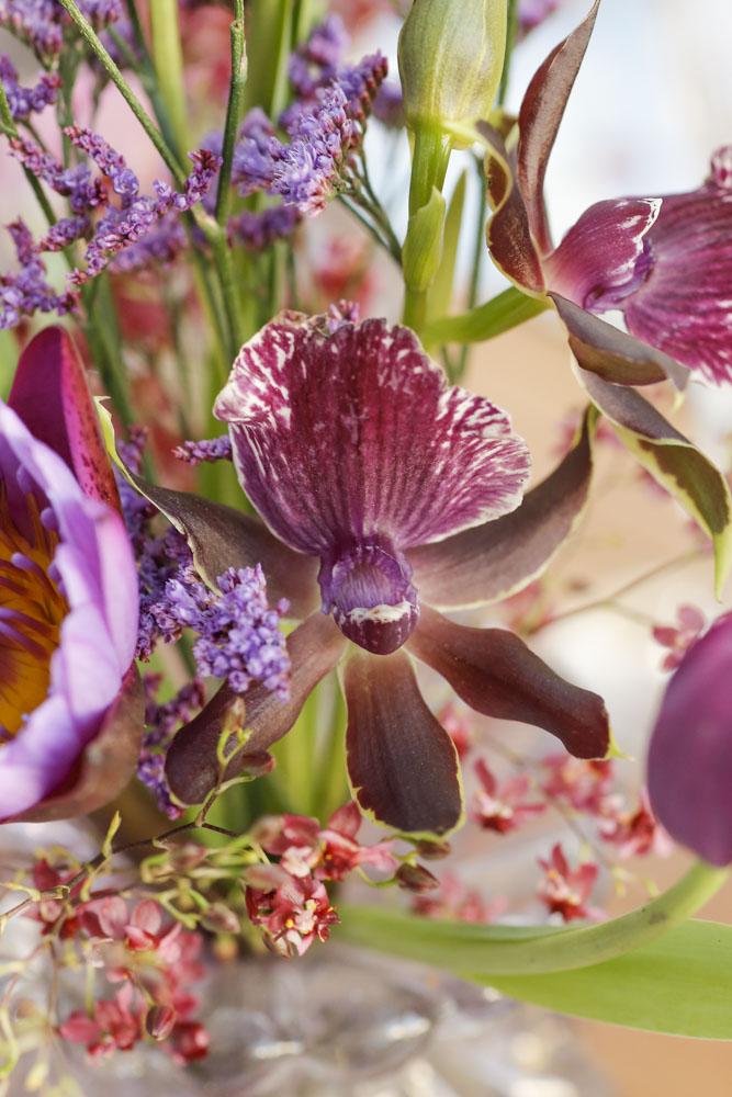 flores na mesa