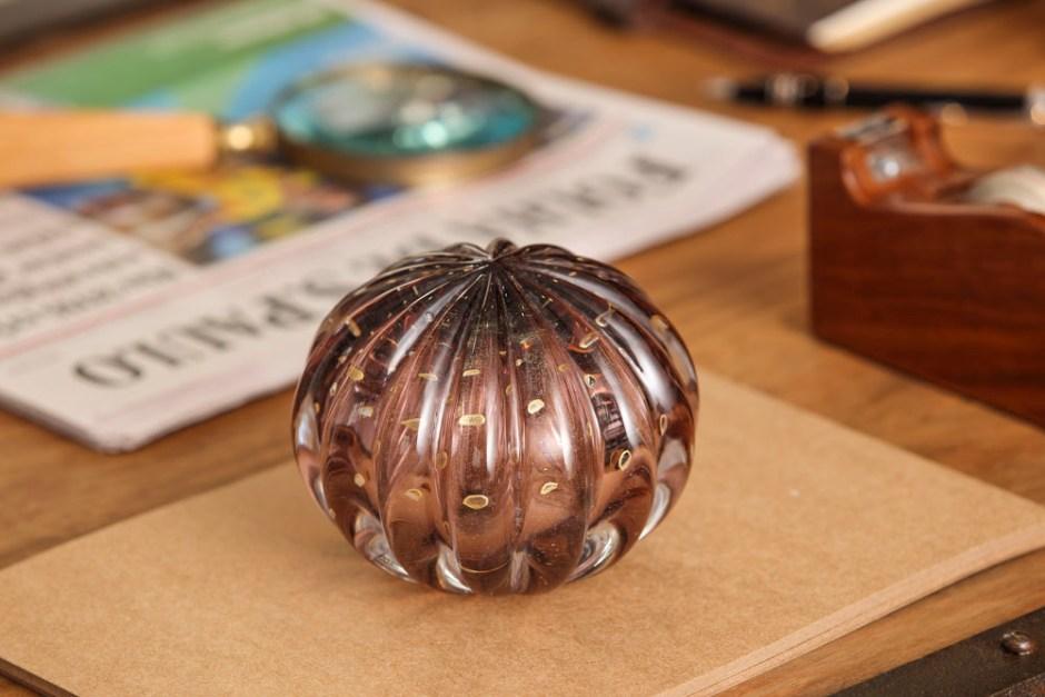 peso de cristal Murano em tom beringela