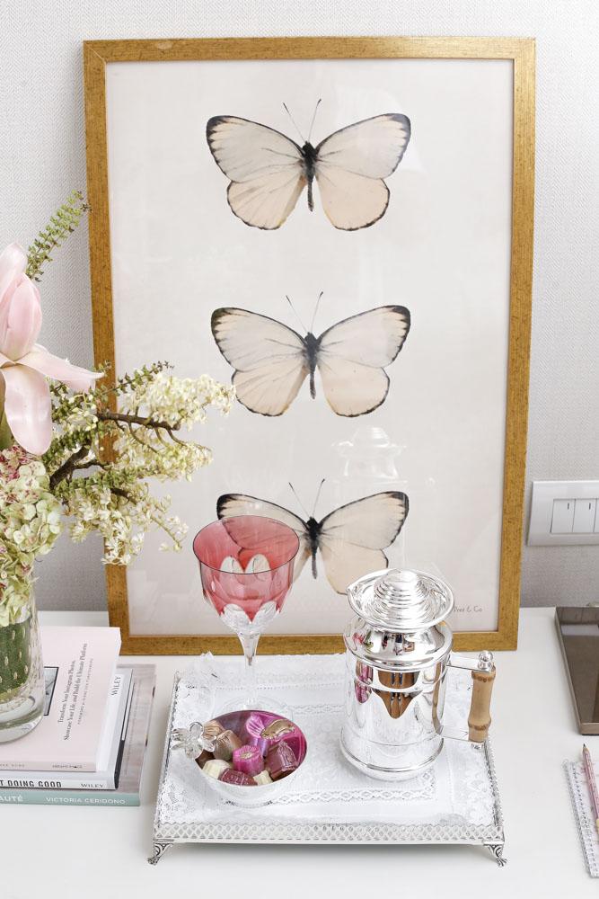 quadros de borboleta na cor offwhite da Theodora Home