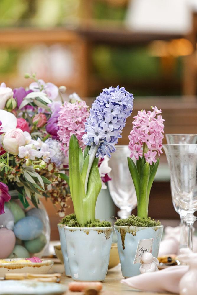 arranjos de flores no tons de rosa de azul