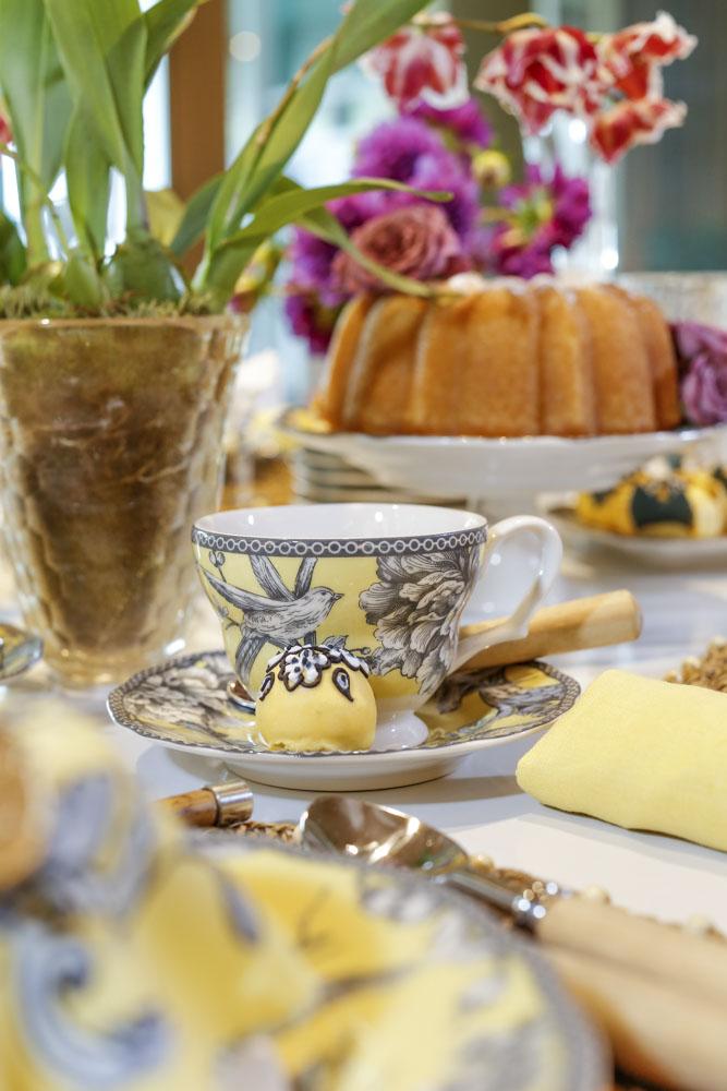mesa de chá da tarde com xícara Petrópolis