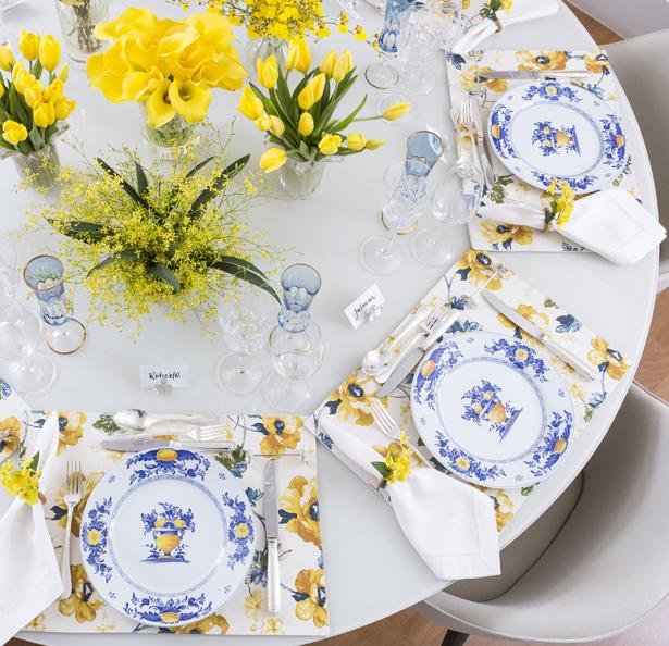 mesa de jantar com cores azul e amarelo