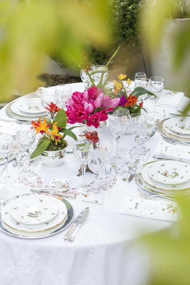 arranjo com orquídeas em centro de meus de jantar