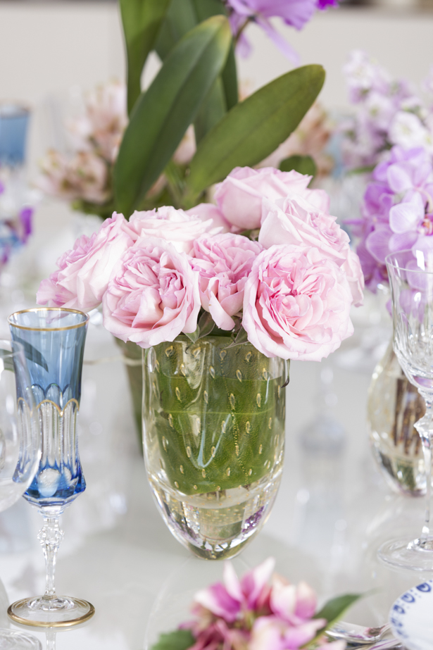 bouquet de rosas em vaso de cristal