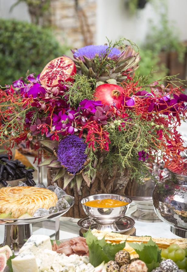 arranjo com flores e frutas para ceia de natal