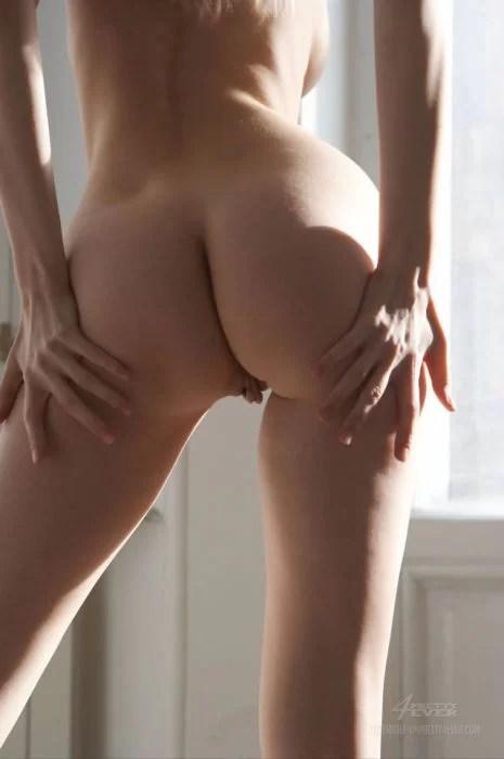 Sexy-Nude-Blonde-Izolda-Queen-Maya-14 (LOW)