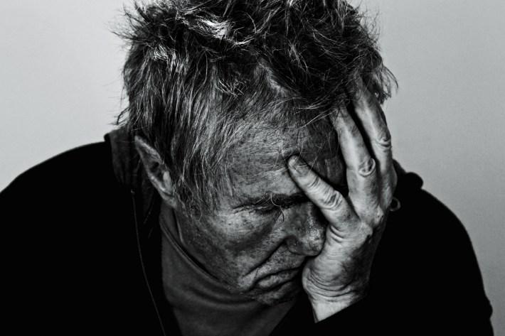 Un Mal di testa lancinante di Marco Scaldini – Quattro Racconti con il Morto