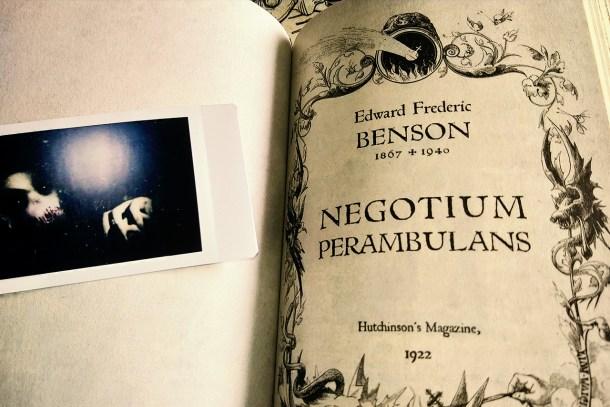 Negotium Perambulans di Edward Frederic Benson