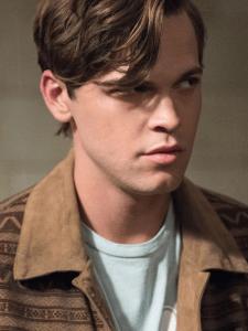 Alexander Calvert nel ruolo di Jack Kline