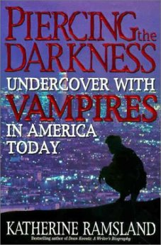 Piercing the Darkness: Undercover With Vampires in America Today di  Katherine Ramsland