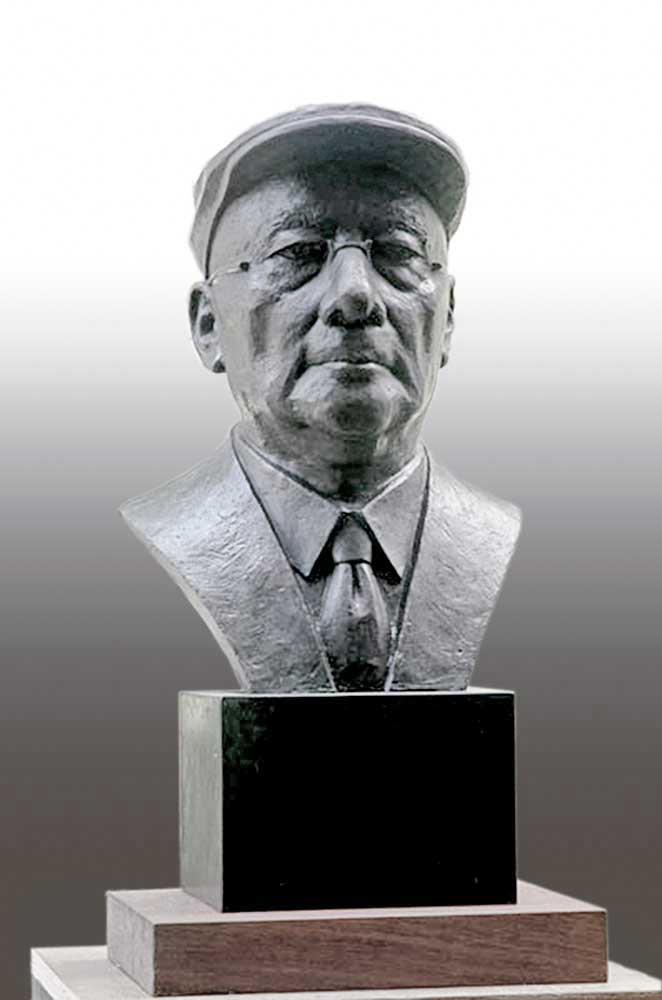 private portrait commission in bronze by geemon xin meng, vancouver sculpture studio