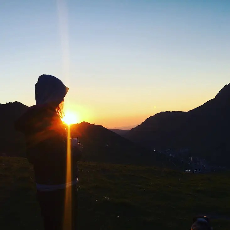 Sonnenaufgang Pyrenäen Camping Berg