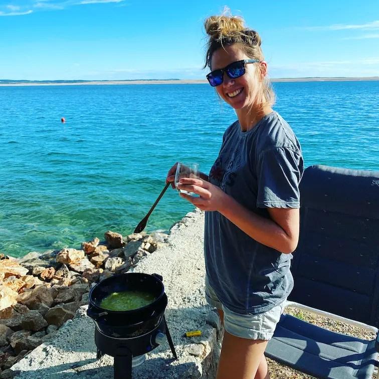 Optimismus_Corona Kroatien Cadac Safari Chef Kochen im Freien Reisen Kroatien Meer Camping Roadtrip Europa