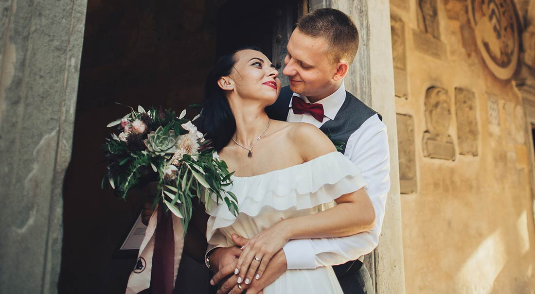 Kissing-Wedding_vanessacerrone_event