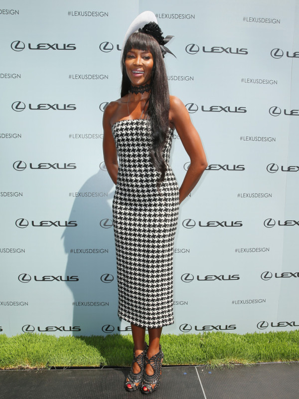 Naomi-Campbell-in-Christian-Dior-Victoria-Derby-Day--600x800
