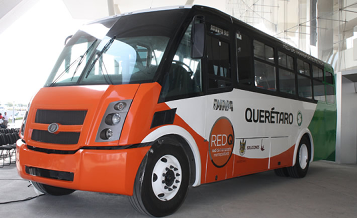 Dina camiones, entregó este martes 25 unidades Runner G9 con tecnología a gas natural. (Foto: VI)