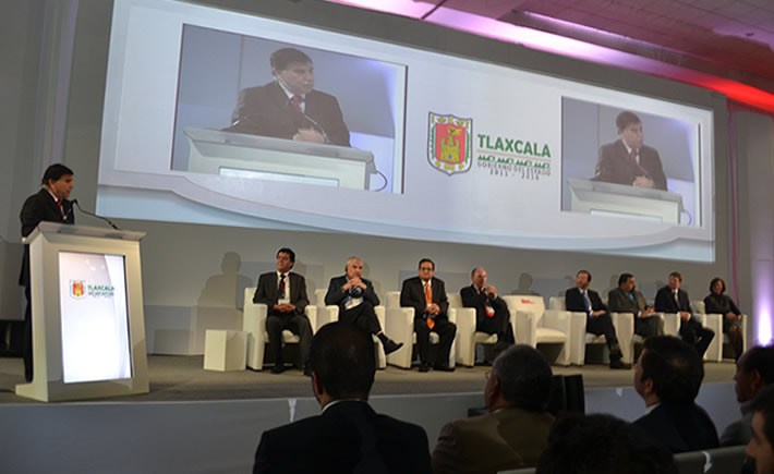 México se perfila como el tercer exportador de autos en el mundo: Viktor Elbling. (Foto: VI)
