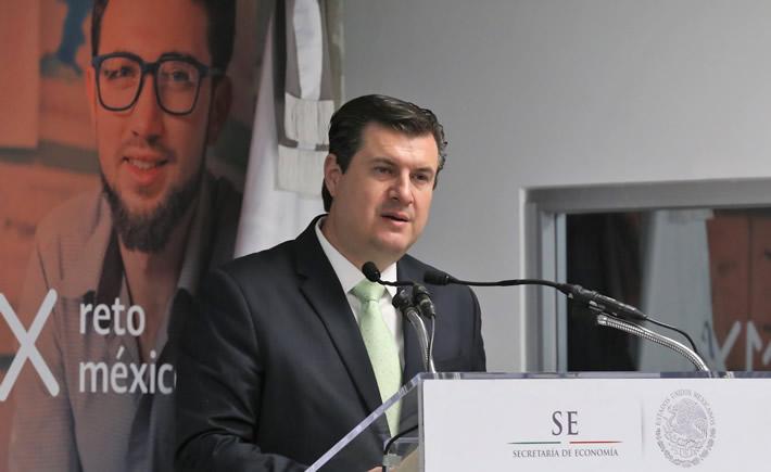 El subsecretario de Industria y Comercio de la Secretaría de Economía (SE), Rogelio Garza Garza habla para Vanguardia Industrial de los pormenores del Mapa de Ruta de Industria 4.0 o fábrica inteligente. (Foto: SE)