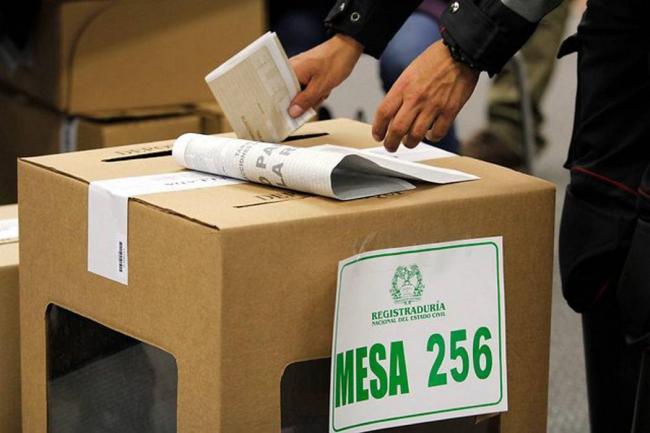 Resultado de imagen para foto de las elecciones en colombia
