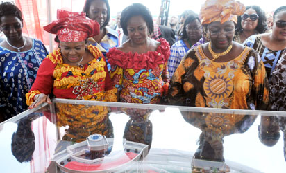 Dame Patience Jonathan (2nd-l), African First Ladies and Heads of Delegation, Admiring the Model of the Permanent Secretariat of African First Ladies Peace Mission (AFLPM) in Abuja on Thursday (26/7/12). NAN Photo
