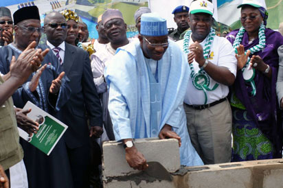 GROUND-BREAKING- President Goodluck Jonathan (3rdR); Gov Mu'azu Babangida Aliyu of Niger State (4thR); Minister of Power, Prof Chinedu Nebo (2ndR); Minister of State for Power, Hajiya Zainab Kuchi (R) and the Pdp National Chairman, Alhaji Bamanga Tukur (L) at the Ground-Breaking ceremony of 700mw Zungeru Hydro-Electric Power Project in Niger State, yesterday. Inset: Gov Aliyu presenting a horse to President Jonathan at the event. Photos: State House.